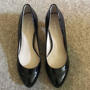New Nine West black patent leather heels